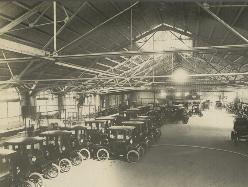 Model T ford cars in a US distributor's garage.